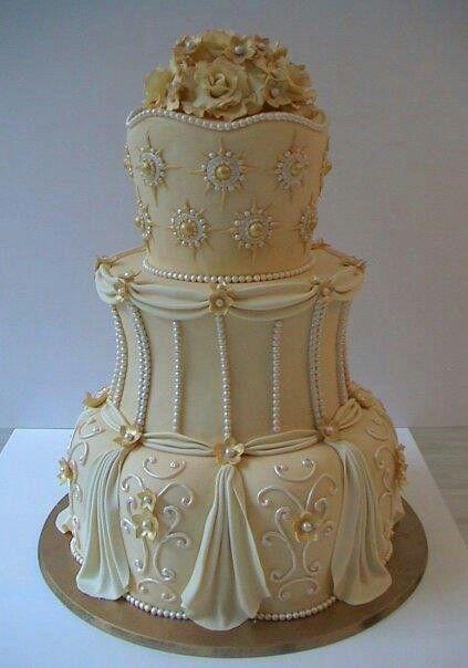 bolo de casamento com enfeite