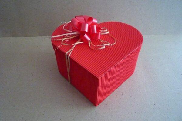 caixa de presente coração vermelho